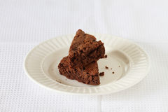 Mucchio del brownie sul piatto Immagini Stock