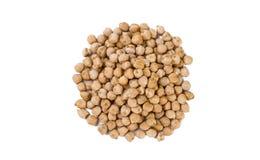 Mucchio del cece isolato su fondo bianco nutrizione bio- Ingrediente di alimento naturale immagini stock libere da diritti