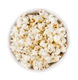 Mucchio del cereale di schiocco in un piatto rotondo isolato su fondo bianco , Vista superiore fotografie stock