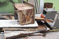 Mucchio dell'ufficio dell'attrezzatura del ciarpame Fotografie Stock