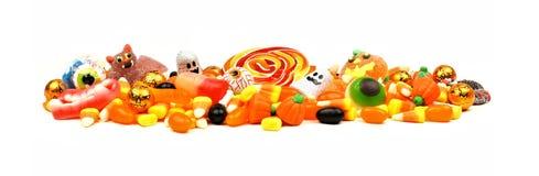 Mucchio della caramella di Halloween sopra bianco Fotografia Stock