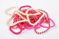 Mucchio della collana delle perle dei colori differenti Fotografia Stock Libera da Diritti