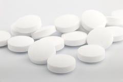 Mucchio della compressa bianca della medicina Fotografia Stock
