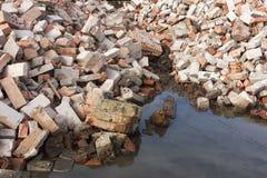 Mucchio della costruzione di mattone rovinata dopo la demolizione Fotografie Stock