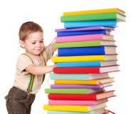 Mucchio della lettura del bambino dei libri. Immagini Stock