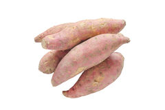 Mucchio della patata dolce cruda isolata su fondo bianco Fotografia Stock Libera da Diritti