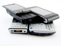Mucchio della pila di parecchi telefoni mobili moderni PDA Fotografie Stock