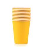 Mucchio della tazza di caffè di carta variopinta. Immagine Stock