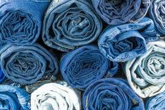 Mucchio delle blue jeans Fotografia Stock Libera da Diritti
