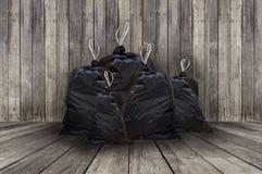 Mucchio delle borse di immondizia nere piene Fotografia Stock