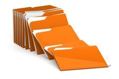 Mucchio delle cartelle e degli archivi - su fondo bianco Immagine Stock