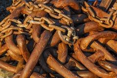 Mucchio delle catene arrugginite Fotografie Stock Libere da Diritti
