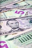 Mucchio delle fatture degli Stati Uniti $5 Immagini Stock