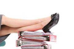 Mucchio delle gambe della donna di affari della rottura del reast dei raccoglitori di anello Fotografia Stock Libera da Diritti
