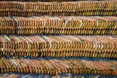 Mucchio delle mattonelle di tetto Fotografie Stock Libere da Diritti