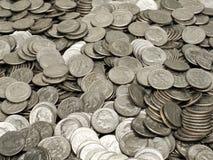 Mucchio delle monete da dieci centesimi di dollaro Immagine Stock