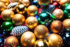 Mucchio delle palle variopinte di Natale Immagine Stock