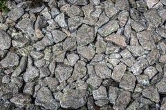 Mucchio delle pietre sul modo con il ramoscello Fotografia Stock Libera da Diritti