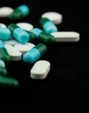Mucchio delle pillole e delle compresse Fotografie Stock Libere da Diritti