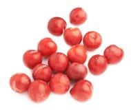 Mucchio delle prugne rosse multiple isolate Immagini Stock