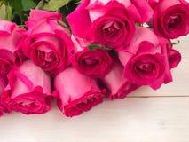 Mucchio delle rose rosa fotografia stock