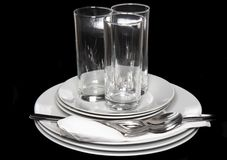 Mucchio delle zolle bianche, vetri, forcelle, cucchiai. Fotografia Stock Libera da Diritti