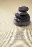 Mucchio dello zen e dell'equilibrio di rappresentazione di pietra Immagine Stock