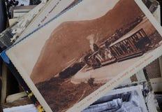 Mucchio di in bianco e nero d'annata, cartoline di seppia da vendere fotografie stock libere da diritti