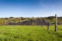 Mucchio di carbone nell'area estraente della valle di Fenar Immagine Stock