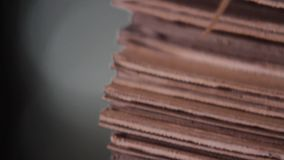 Mucchio di cartone in una fabbrica stock footage