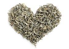 Mucchio di forma del cuore delle foglie di tè verdi Immagine Stock Libera da Diritti