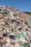 Mucchio di immondizia domestica in materiale di riporto Fotografia Stock Libera da Diritti
