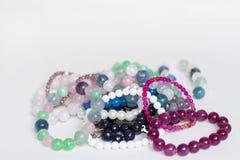 Mucchio di Rosa e dei braccialetti verdi del quarzo Fotografie Stock
