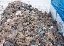 Mucchio di suolo dopo la scavatura Fotografia Stock