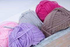 Mucchio di tricottare lana Immagine Stock
