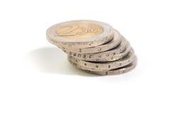 mucchio di 2 un euro monete Fotografie Stock Libere da Diritti