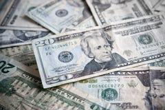 Mucchio di valuta di carta con il fuoco sui $20 Immagine Stock Libera da Diritti