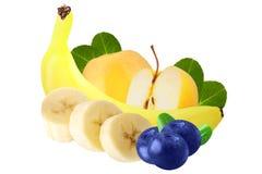 Mucchio di varia frutta fresca sopra fondo bianco, con clippin Fotografie Stock Libere da Diritti