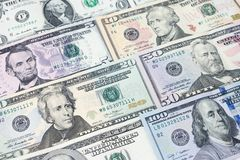 Mucchio di varie banconote in dollari americane degli Stati Uniti sparse come modello delle sedere Fotografie Stock