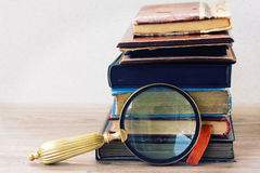 Mucchio di vecchi libri Fotografie Stock Libere da Diritti