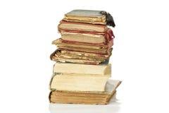 Mucchio di vecchi libri isolati su bianco Immagine Stock