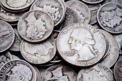 Mucchio di vecchi monete da dieci centesimi di dollaro & quarti d'argento 2 Fotografia Stock Libera da Diritti