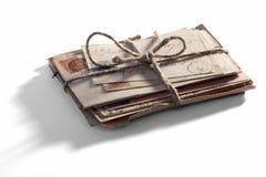 Mucchio di vecchie lettere d'annata legate con corda Immagini Stock Libere da Diritti