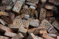 Mucchio di vecchio mattone rotto all'aperto Fotografia Stock Libera da Diritti