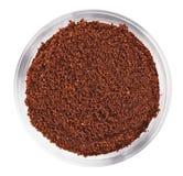 Mucchio naturale del caffè macinato in ciotola di vetro Immagine Stock Libera da Diritti