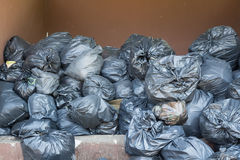 Mucchio nero delle borse di rifiuti Fotografia Stock Libera da Diritti