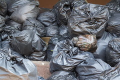 Mucchio nero delle borse di rifiuti Fotografie Stock Libere da Diritti
