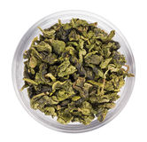 Mucchio verde del tè del foglio in ciotola di vetro trasparente Fotografie Stock Libere da Diritti