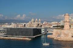 MuCEM och fort Helgon-Jean i Marseilles Fotografering för Bildbyråer