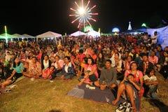 Mucha gente en el festival del partido del Año Nuevo en Koh Sukorn Imágenes de archivo libres de regalías
